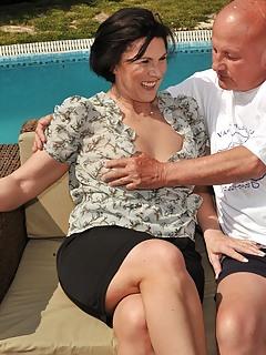 Moms Skirt Pics